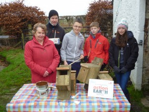 Volunteers and Duke of Edinburgh Awards teenagers making birdboxes
